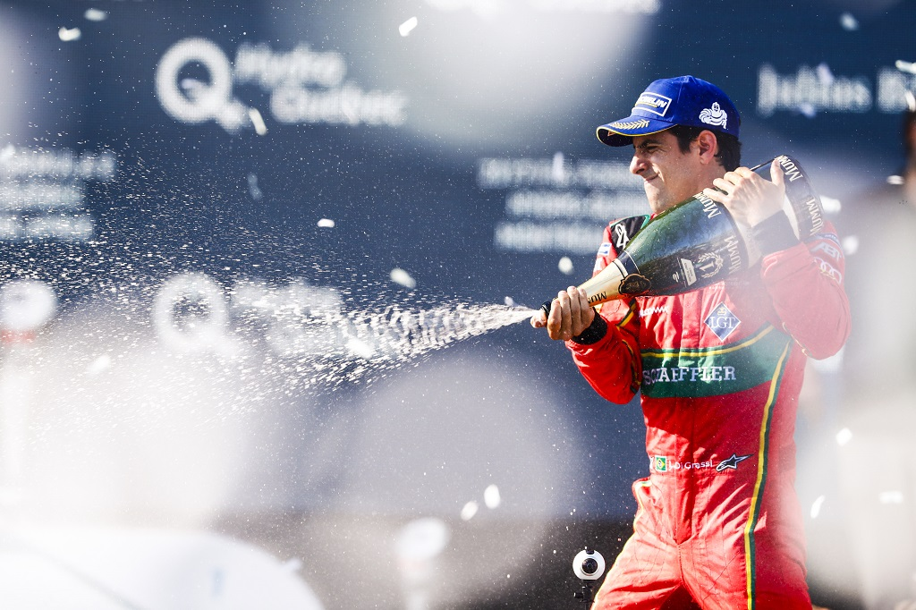 Lucas di Grassi celebrates winning round 11 of the montreal ePrix to set up a nail bitting championship two way fight with defending champion Sebastien Buemi