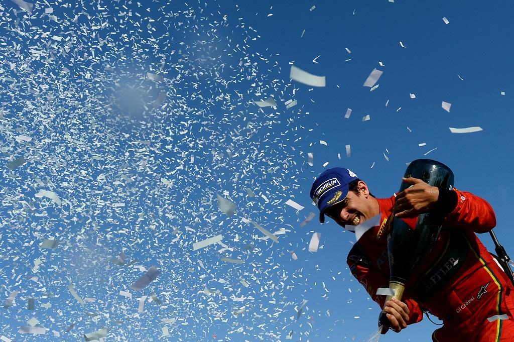 Lucas Di Grassi 2017 FIA Formula E Champion pops chmapgne to clelebrate